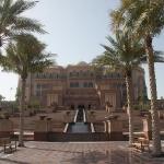Das Emirates Palace Hotel, gehörte vorher der Scheichfamilie, wird nun aber als 7 Sterne Hotel genutzt