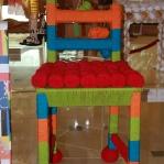 Es gibt eine witzige Ausstellung über Stühle