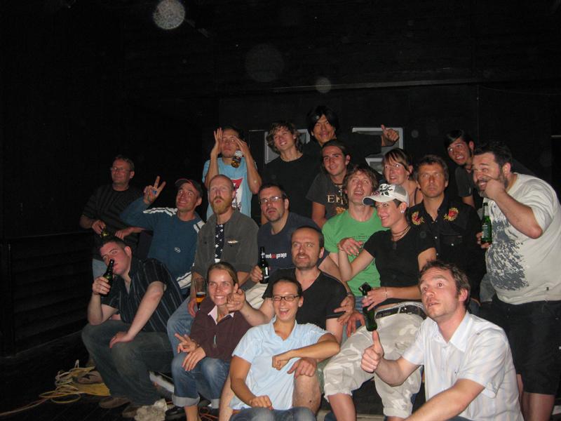 Gruppenfoto mit allen Handwerkern und Helfern und Chefs