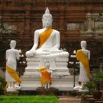 Buddhagruppe in Ayutthaya / Thailand
