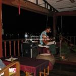 Matheo spielt für uns in der Floating Gaia Bar