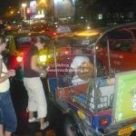 Eine rasante Rikshawfahrt durchs nächtliche Bangkok
