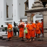 Mönche im Wat Po / Bangkok / Thailand