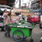 Straßenverkäufer mit Suid im Angebot in Bangkok / Thailand
