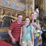 Gruppenfoto vor dem Wat Phra Kaew / Bangkok / Thailand