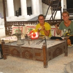 Im traditionell restaurierten Heritage House in Deira wird uns Tee gereicht