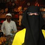 Der Verkäufer im Souvenirladen wollte Schnull gerne ein komplettes Arabisches Gewand verkaufen - zum Glück erfolglos