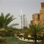Das wunderschöne und weltberühmte Burj Al Arab im Hintergrund