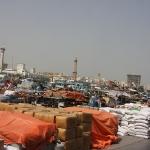 Der Hafen am Dubai Creek, die ollen Holzschiffe bringen wirklich noch alle möglichen Waren bis nach Indien und Ostafrika!