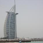 Es heißt, dass das Burj Al Arab, selbst wenn es die ersten 50 Jahre jede Nacht ausgebucht wäre, die Baukosten dann immer noch nicht gedeckt wären!