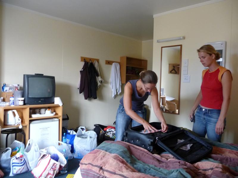 Alles ist aus dem Van raus und liegt nun in Zimmer... was für ein Chaos!