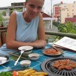 Hier grillen wir Number 1 Beef auf einer Dachterasse in HCMC / Vietnam