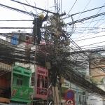 Der Stromausfall in unserem Stadtteil dauert heute fast den ganzen Tag - kein Wunder bei dem Kabelwirrwarr, oder??