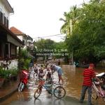 Überschwemmung in Luang Prabang / Laos - alle kommen gucken!