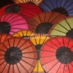 Schirme auf dem Nachtmarkt in Luang Prabang / Laos