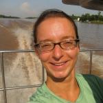 Schlitzauge Schnull bei der Grenzüberquerung über den Mekong von Cambodia nach Vietnam