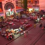 Der Essensstände werden aufgebaut in Chau Doc / Mekong Delta / Vietnam
