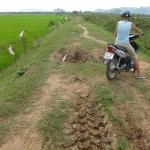 Schwieriges Terrain während der Mopedtour