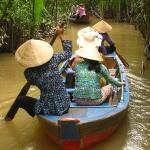 Unsere Fahrt durch den Tan Thach Kanal / Mekong Delta / Vietnam. Der Kanal ist von Wasserkokusnüssen überwuchert.