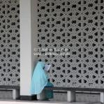 Muslima liest im Qu'ran