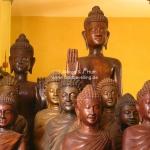 Buddhastatuen aus Holz