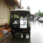 Adidas Tuk Tuk in Phnom Penh - natürlich mit 3 Streifen auf den Sitzen! haha