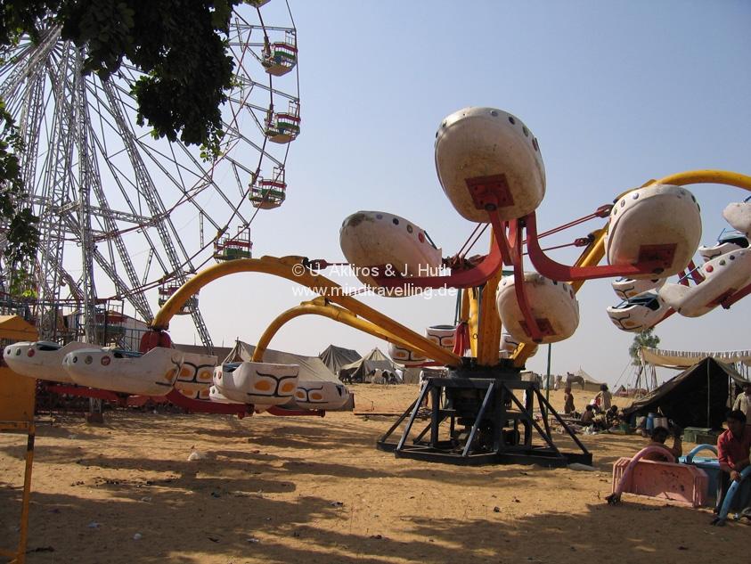 Fahrgeschäfte auf der Camel Fair in Pushkar