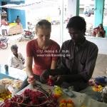 Phinsi lernt auf dem Blumenmarkt