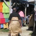 Traditionell schwingen sich die Tonganer einen Bastrock um