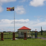 Die tonganische Fahne weht vor dem Palast des Königs