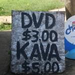 Der DVD Laden verkauft auch gleich noch das lokale Rauschmittel Kava, wie praktisch!