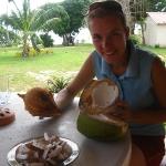 Wir haben so viele Kokosnüsse bekommen, juuhuuu!!